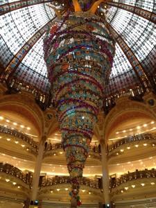 sapin-galeries-lafayette-paris-ville-lumiere-promenade-des-sens.4